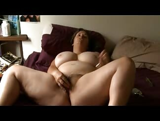 Mature SBBW playing with her wet pussy