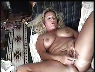 ANDI THE MILF MASTERBATING