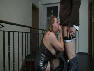 Dirty mature doing anal in boots and leather