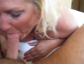 Blown by a mature wife in a hotel