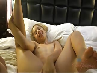 Slutty chick gets a creampie