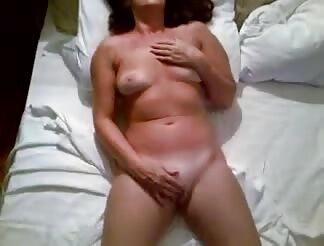 Nude lady mommy masturbates for bf