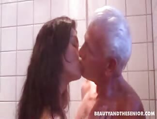 older guy pounds nice whore in bath