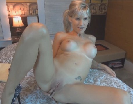 Skinny Fake Boobs Gets Creampied