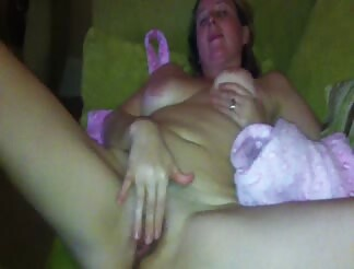 UK amateur milf masturbates her wet pussy until she cums
