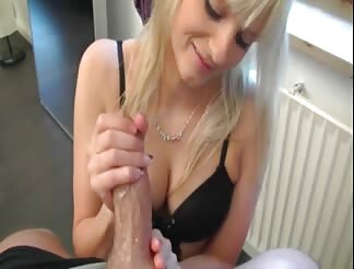 Fuck and facial for a slutty blonde chick
