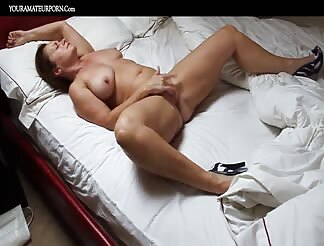 Hot milf solo masturbating