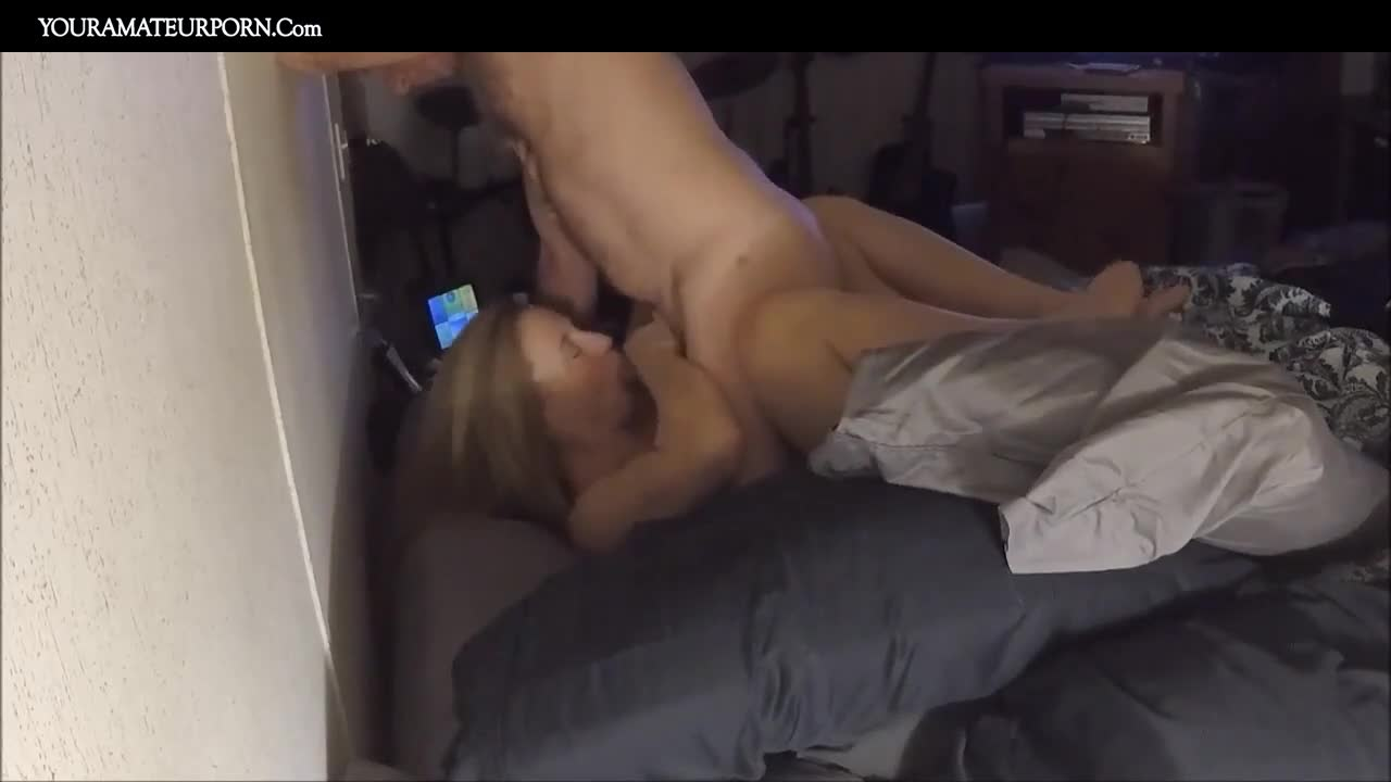 Amateur Teens Couch Fuck